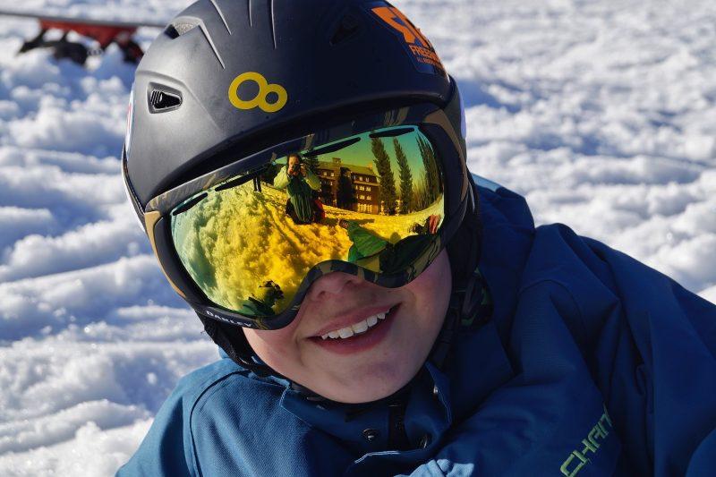 goggles and ski